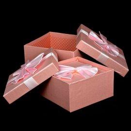 Komplet 3 pudełek kwadratowych Różowe z kokardą