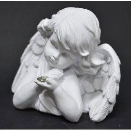 Aniołek patrzący na serce