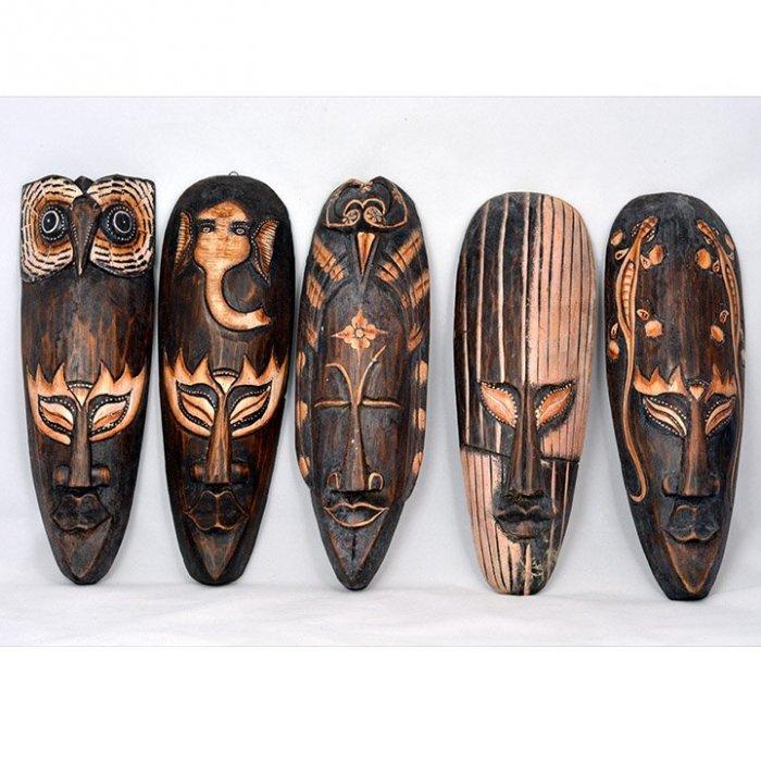 Drewniana maska afrykańska. Wysokość 29 cm. +/- 1 cm